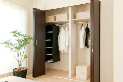 きれいな部屋を実現しよう!クローゼット収納のアイデア
