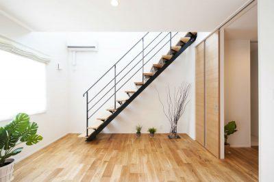 意外と使える!階段下の収納やスペース活用術