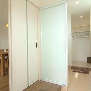 玄関~シューズインクローク~パントリーの動線がスムーズで使いやすいです。