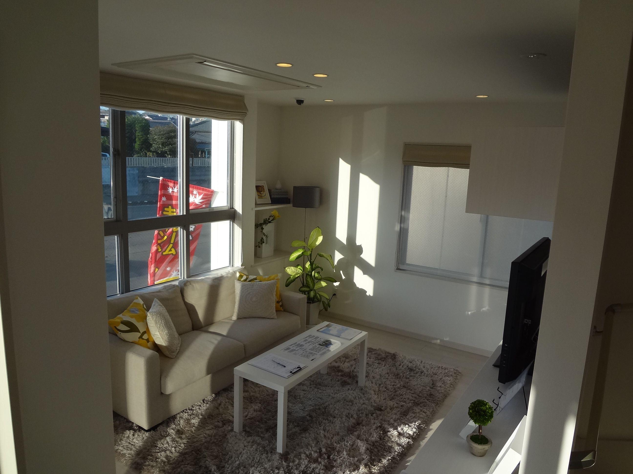 室内カラーを白に統一し、明るく広々とした雰囲気を演出します。