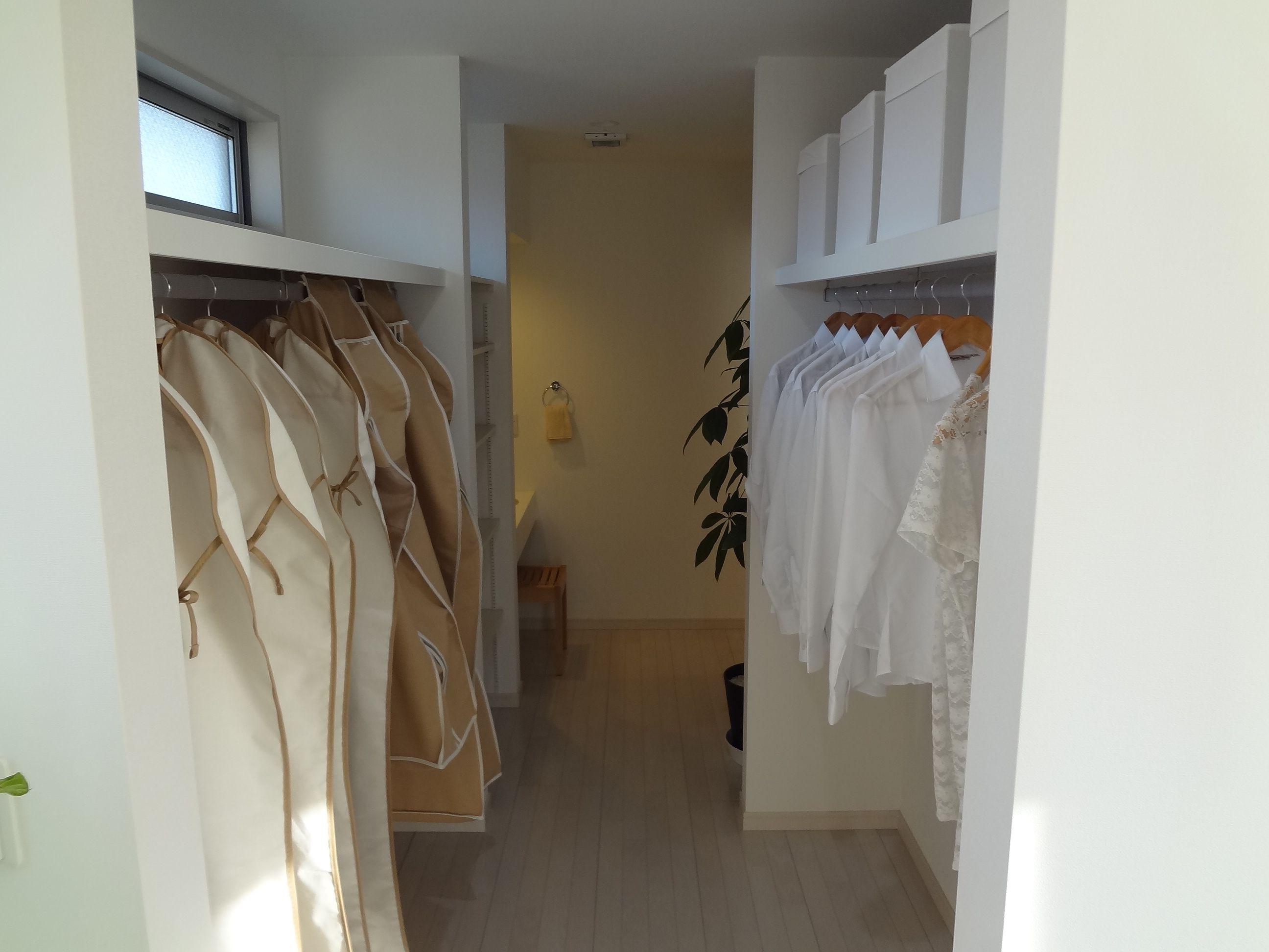大型クローゼットがあれば、お部屋も広々使えます。