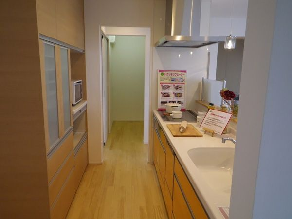 通り抜けできるキッチンは家事動線の短縮もさることながら、子供の遊び場としても重宝します。
