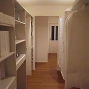各部屋からアクセスしやすい2階の中心にクロークを設けました。