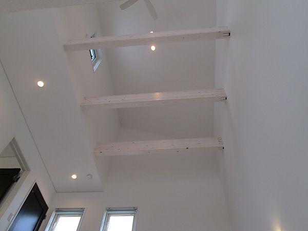 3階部分にも吹き抜けを設けました。小屋裏収納などにもお造り変えは可能です。