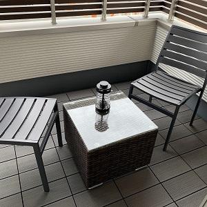 テーブルや椅子を置いて寛ぎスペースに。