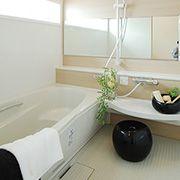 1.25坪ユニットバス。洗い場が広く、お子様や介護の必要な方と一緒の入浴でも不自由しない広さです。