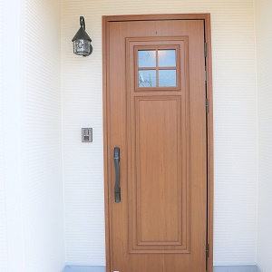Rのアーチを描いた可愛らしい玄関