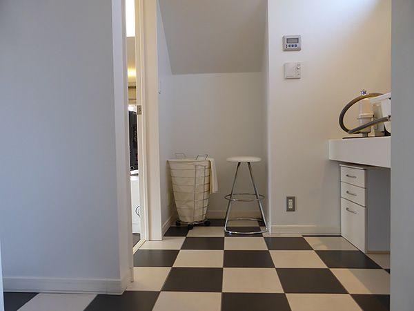 階段下のスペースも有効に活用。