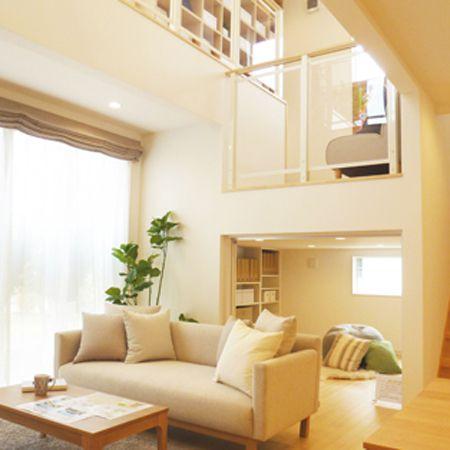 階段の踊り場を利用した多目的スペース。お子さんと本を読んだり、遊んだり。家中が見渡せるので、家族の気配や変化に気づくことができます。