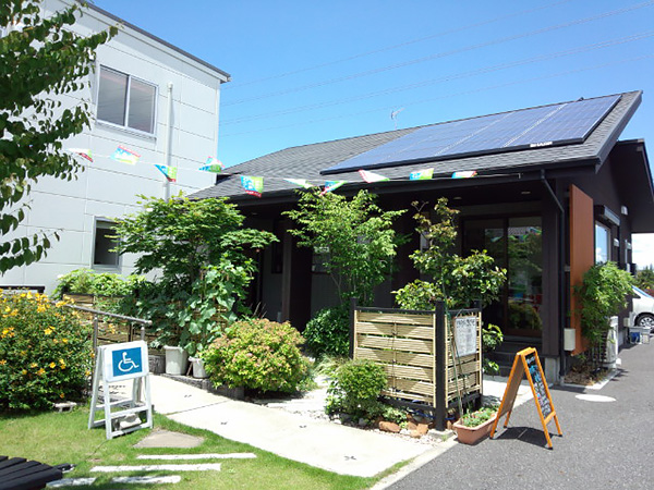 落ち着きある佇まいが印象的な現代和風の外観。伝統的な日本建築の様式美と現代和風が融合。