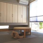 家事をしたりお昼寝スペースや子供の遊び場として便利な畳空間。間仕切戸を開け放てば開放的に利用でき、LDKとつなげて広々と使えます。