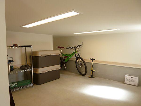 お子さん大事な自転車など、家の中にしまいにくい泥や土のついたものもしっかりしまえる収納スペース。