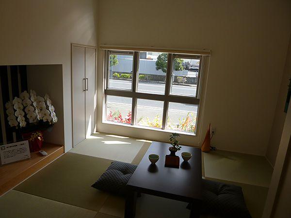 リビングとほどよい距離感の和室。お昼寝スペースなどのちょっとしたくつろぎ場所にも活用できる便利な空間です。