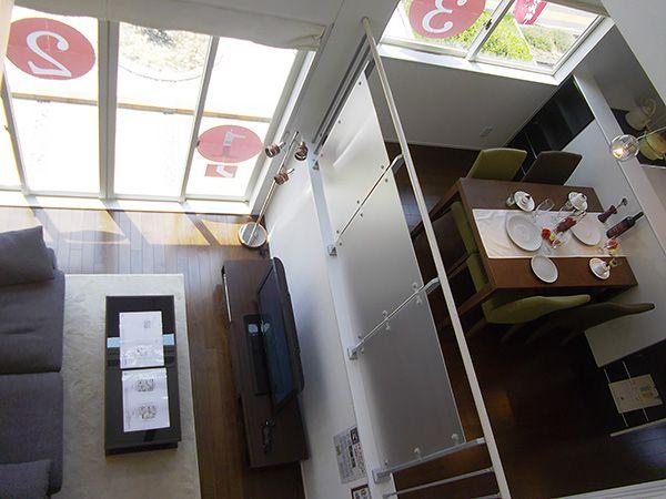 中3階から見下ろすリビングは、家族の日常のつながりがイメージできます。
