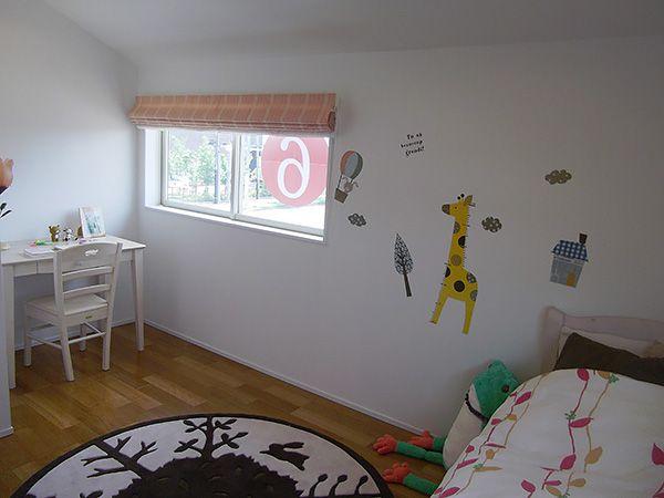 隠れ家のような女の子のお部屋。どんな夢を見て育ってくれるのでしょう。