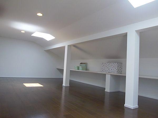 収納力がすごい小屋裏収納です。天窓もついて書斎にしていただくこともできます。
