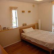 落ち着いたナチュラルテイストの寝室は、心地よい安眠をお約束します。