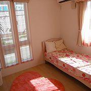 女の子のお部屋は、ピンクを散りばめたお姫様仕様の可愛いお部屋。