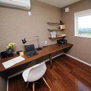 ご主人様!こんな書斎はいかがでししょうか?一部のスペースを確保する事で素敵なスペースに大変身。
