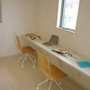 子供部屋と繋がる共有のお勉強スペース。