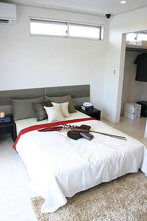 1日の疲れを癒すゆったりとした広さの寝室。 隣接して大収納のウォークインクローゼット、バルコニーへも行くことが出来るので快適に過ごせます。
