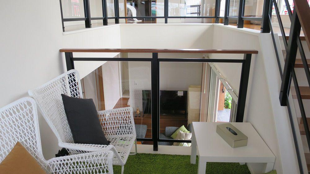 階段の踊り場を利用した多目的スペースをKIDUKIステージと名付けました。 リビングも見渡せるようなオープンな吹抜けによって、家中が見渡せ、家族の気配や変化に気づくことが出来ます。