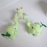 エコ「お風呂の床なのにやわらかいし、冷たくないよ!?」ピョン吉「これはTOTOのほッカラリ床っていうんだ。冬でもヒヤっとしないすごいやつさ!」