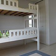 エコ「2段ベッドって一度は憧れるよね...」ピョン吉「この部屋は将来真ん中で仕切れる様になっているんだよ(σ`゚∀´)σ」
