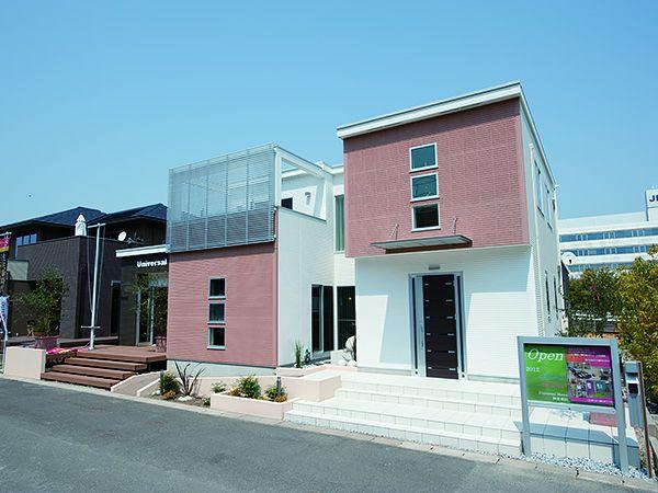 スクエアラインを強調した個性的かつ都会的な外観・43.86坪の等身大モデルハウス。
