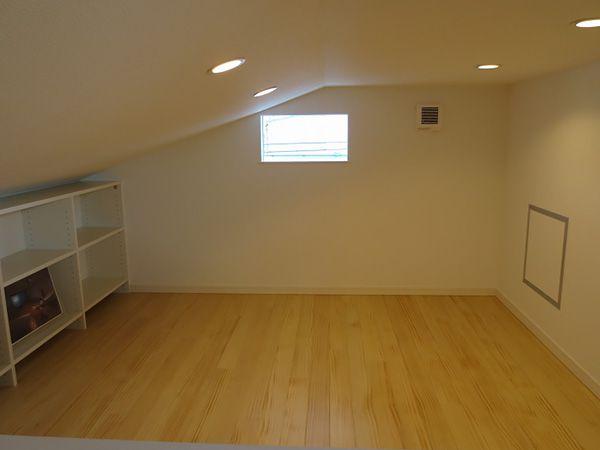 まるで居室のような快適な収納スペースです。