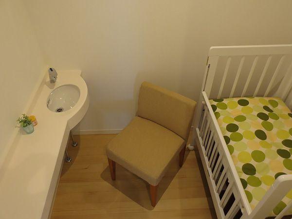 気兼ねなく授乳やオムツ替えなどができるスペースです。