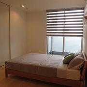 ウォークインクローゼットが併設された主寝室はゆったりと寛げます。