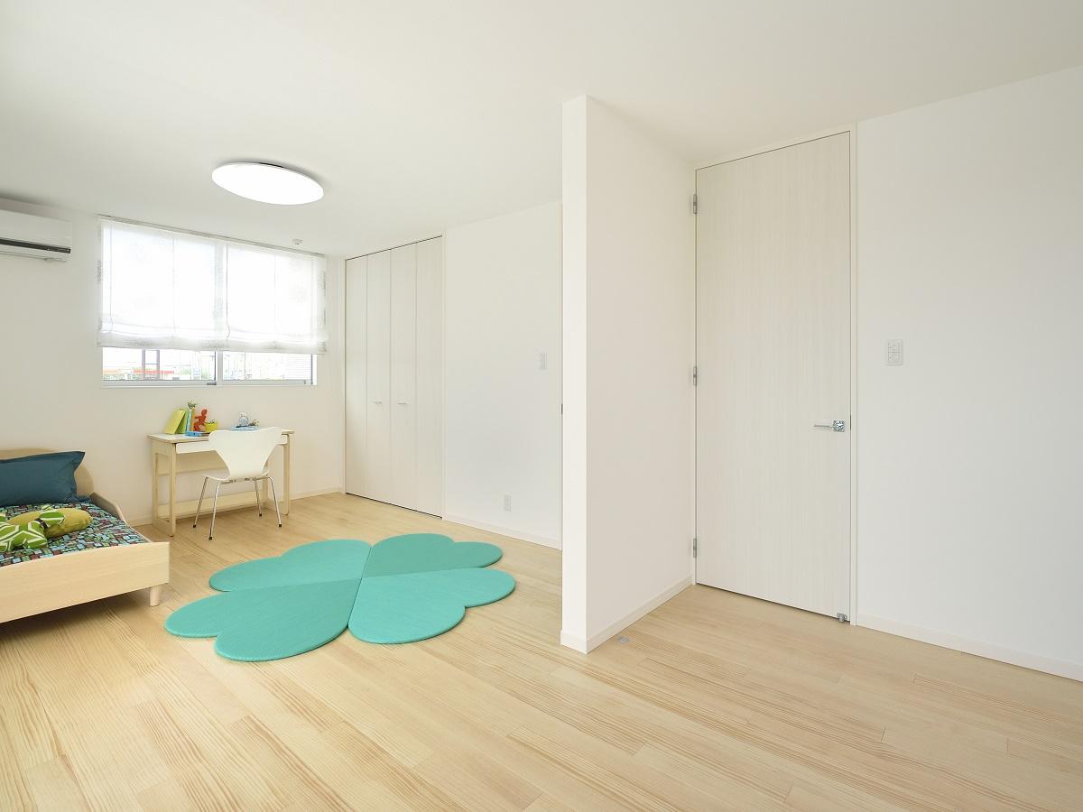 成長に応じて壁で仕切って2部屋にすることができます。