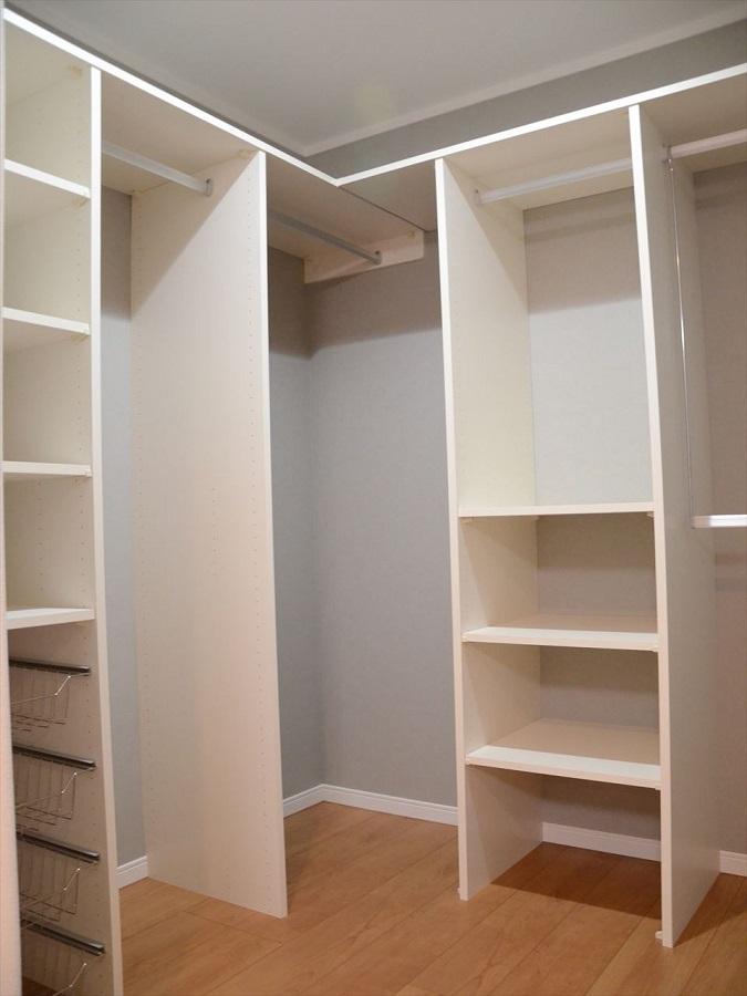 収納力タップリ。整理整頓がしやすい棚も配置しました。