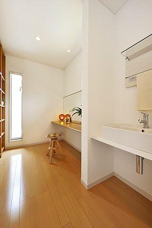 寝室からクローゼット、そしてパウダールームという動線が、身支度にかかる時間やストレスの軽減につながります。