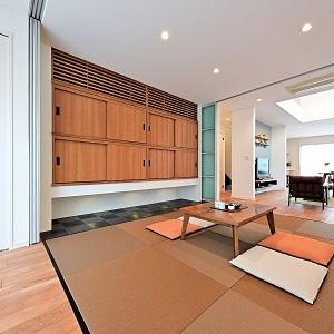 ちょっとした休憩場所や喫茶室にも活用できる多目的な和室。家族の目が行き届くので、お子さまの育児スペースとしても最適です。