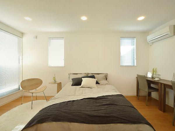 1日の疲れを癒すベッドルームは広々としたゆとりの空間です。