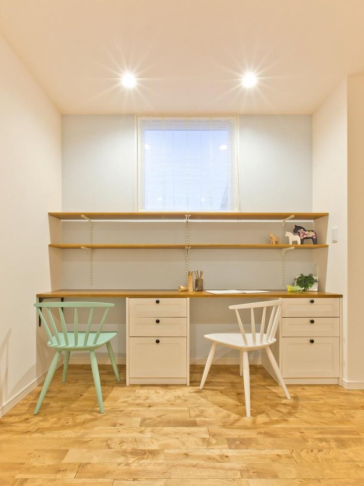カウンター造作による勉強スペース