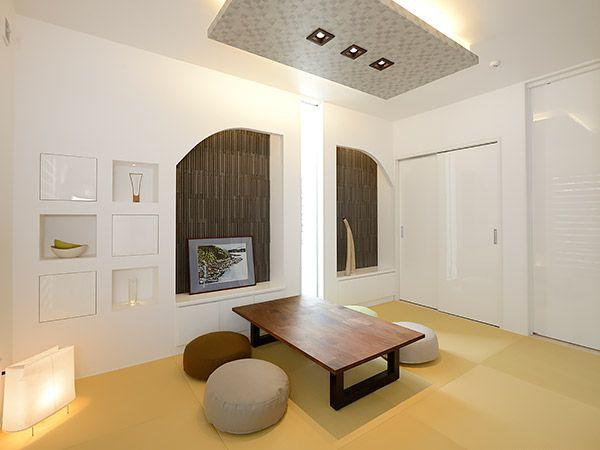 和モダンを取り入れた空間はくつろぎとともに、どこか懐かしさも感じさせます。急な来客時にも対応できるスペースです。