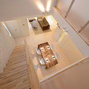 2階からの眺め。吹き抜けがあることでお家全体が明るくなり、実に開放的な空間に。1階、2階どこにいても家族の気配を感じられます。