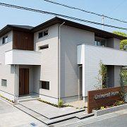 住まいの顔となるファサードデザインは、周辺の環境や街並みとの調和を大切にした落ち着きあるデザインです。