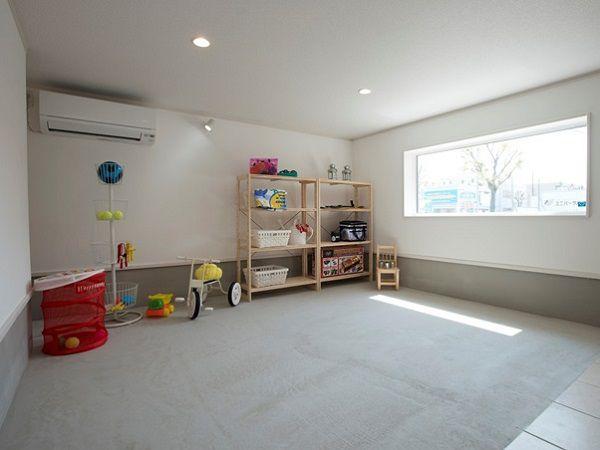 ガーデニング用品やアウトドア用品、家の中には持ち込みたくない物もしまえる大型収納です。