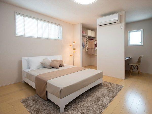 居室空間は床の色を変えて変化をつけました。ナチュラルな内装がやさしい癒しの空間を演出しています。