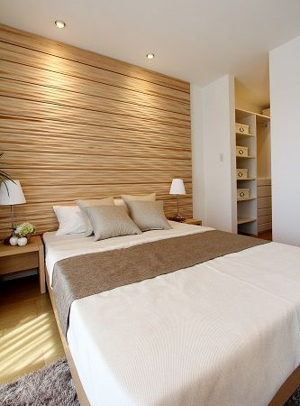 KIDUKI×ロングライフデザイン。主寝室の壁面にウットウォールをつけました。まるでホテルのような空間です。