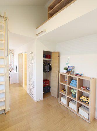 KIDUKI×ロングライフデザイン。子供が小さいときには一つの空間に、大きくなったときには仕切りをつけて2つの部屋にわける。生活によって変化できる空間です。