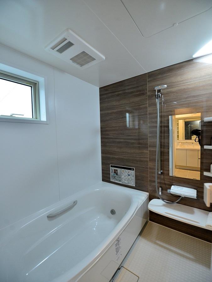 浴室暖房乾燥機付きなので雨の日の洗濯物も苦じゃないですね