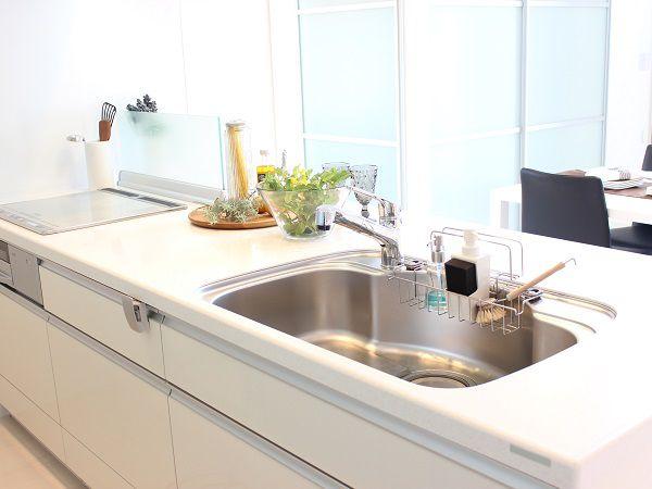 カウンター付き対面キッチンは、ご夫婦で朝食やお子様と料理が楽しめるスペースです。