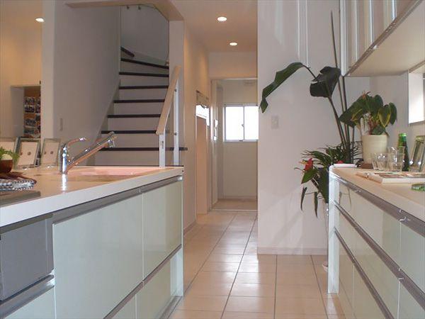 キッチン→洗面所→浴室続く動線は、出来るだけ短い方がスムースに動けます。料理と洗濯を同時に作業したい時も便利。