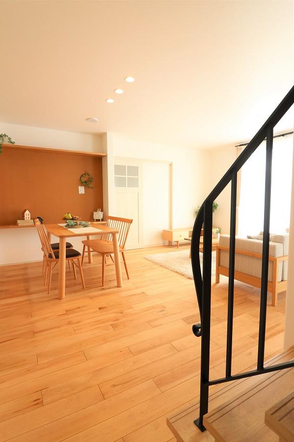 どの部屋へ行くにもLDKを必ず通るリビング階段は家族のつながりを大切にします。