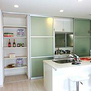 たくさんの収納のあるキッチン